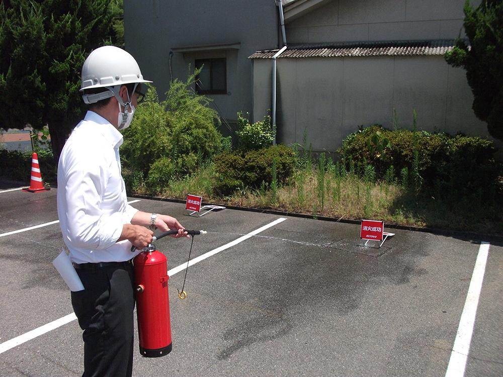 消火器の使い方を体験